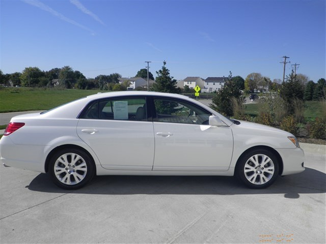 pre owned 2010 toyota avalon xls sedan in greenwood 50077a ray skillman ford. Black Bedroom Furniture Sets. Home Design Ideas